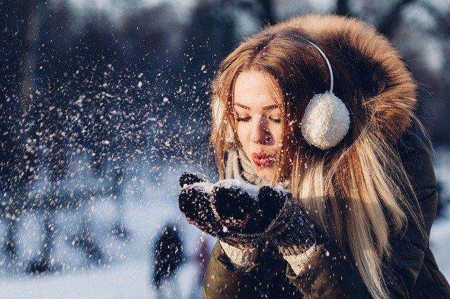 Jakim sposobem Damski kurtki zaopatrywać się w niniejszym momencie oraz czapki i chusty stylowe dodatki zimowe